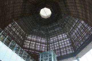 ドームの内部。木で組まれていました