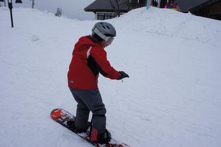こちらは、スノーボード初デビューの小学生。