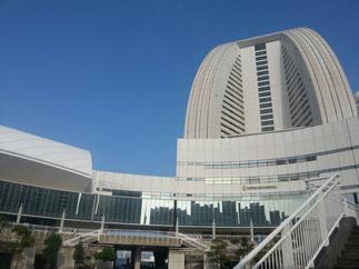 会場の「パシフィコ横浜」。清々しい青空