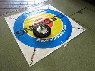 円の中心をめがけて投げます