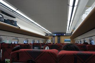 北陸新幹線の車内。快適な空気に包まれて