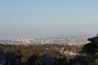 中腹からの景色。うみまちと米山が、きれいに見えました