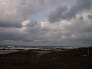 今日の犀潟浜。真冬の日本海に逆戻り