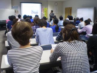 50名近くの参加があった研修会。関心の高さがうかがえました