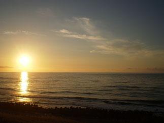 「夏の日本海に沈む夕日」。この上ない幸せのとき