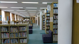 かわもと図書館 館内の様子