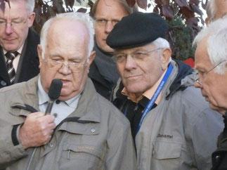 Wolfgang Matthäus, Jochen Boczkowski und ein ehemaliger Nachbar der Mondscheins (von rechts)
