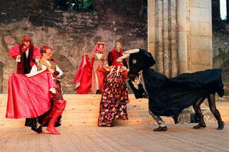 """""""Romeo und Julia"""" im Sommertheater 1999 in der Erfurter Barfüßerruine (Fotograf Lutz Edelhoff)."""