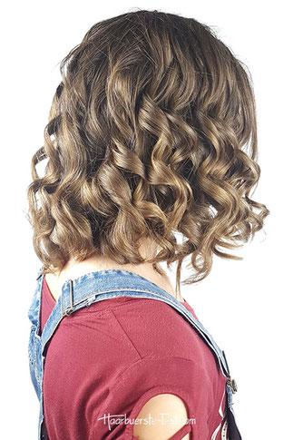 Mittellange Frisur mit dem Lockenstab