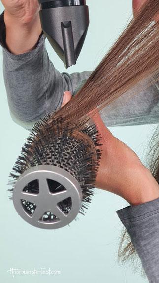 Mit Rundbürste Haare gerade föhnen
