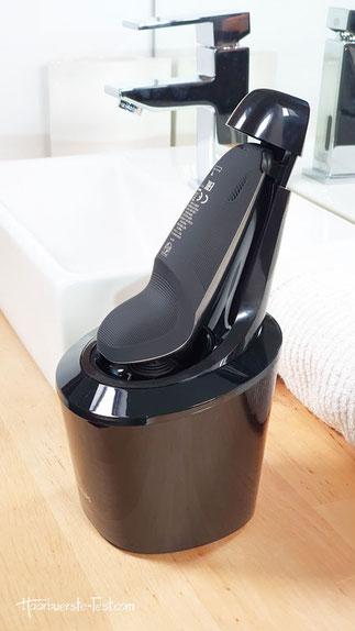 Philips Rasierer mit Reinigungsstation