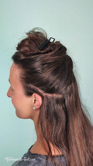 Haare mit Haarklammer befestigen