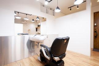 五島市の美容室の口コミやランキングにある美容室のイス