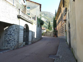 Arrivée devant l'entrée de la Villa Monastèro