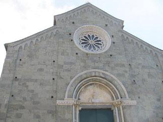 L'église Saint Pierre qui date du 14ème siècle.