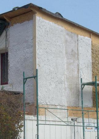 Das verputzte Strohaus der TU-Wien. Bild: TU-Wien