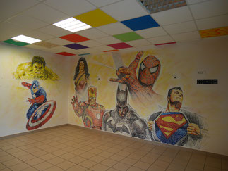 fresq-murale-intérieur-super-héros-batman-spider-man-hulk-captain-america-iron-man-super-man-wonder-woman-auxerre