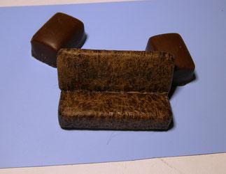 Aus Bonbon-Papier die Sitzbank neu überzogen