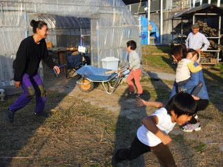 """収穫祭記念相撲大会 角野パパ vs MMPジュニア 勝ち目のない元ちゃん、強力な助っ人""""一輪車""""を連れてきた"""