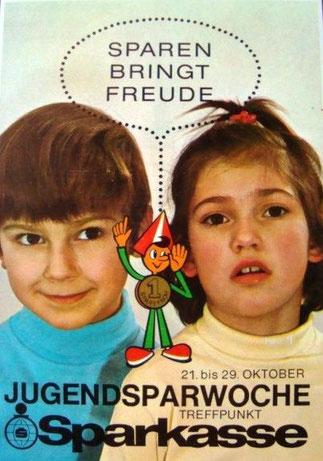 Sparefroh. Sparen bringt Freude. Jugendsparwoche, Weltspartag 1970. Treffpunkt Sparkasse. (Matthias Traimer (l.) Plakat (83x60).