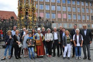 Führung mit Sabine Peters, alias Ursula Haller, der Nachbarin von Albrecht Dürer, bei der Präsidentschaftsübergabe am 2.7.2017
