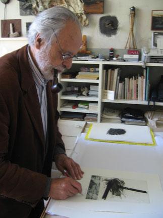 Mario Benedetti firma le incisioni