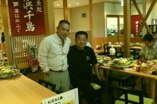 左が施工者の棟梁の金田君、右が山田社長。