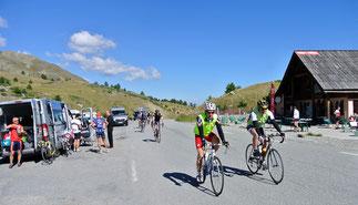 Der Pass ist bei Radfahrern sehr beliebt…