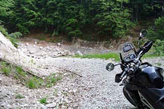 Richtung Valbruna ist die Strecke zerstört