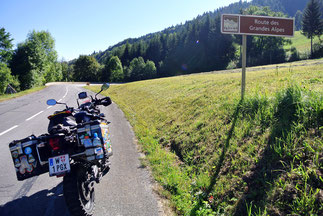 Hinweis auf die Route de Grandes Alpes