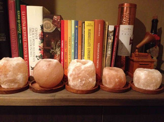 寒い冬のディナータイムに温かかな火を灯してくれる岩塩キャンドル