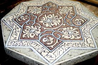 dessous de plat art iran émaillée sur pierre de menet avant cuisson