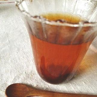 鳴子のブルーベリージャムと仙台いちごのジャムを、素朴な甘さの無農薬の熊本の紅茶に加えたブルーベリーティー。 こちらもほんのすこしのてんさい糖で甘みをつけ、ブルーベリーの味わいも楽しんでいただけるようにしました。