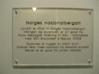Larvikitt ble kåret til Norges nasjonal bergart. Norges Geologisk Undersøkelsel i Trondheim markerte det med en skulptur. Mål 50 x 50 x 190 cm, år 2008