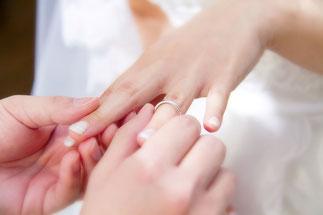 日本 結婚式 指輪交換のイメージ