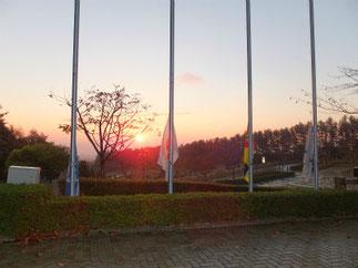 朝礼会場。国旗掲揚台