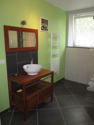 la salle de bain gite le tanu