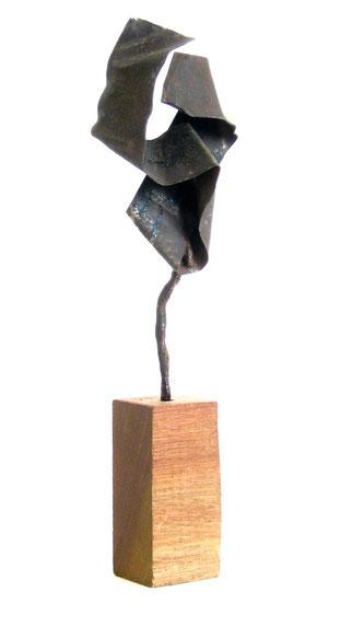 Acier sur socle bois 2008  20 x 6 x 4  Collection privée
