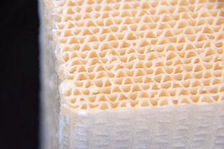 多孔質シリカ被膜した基材