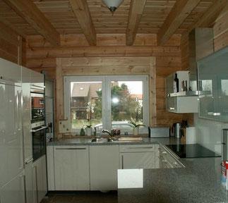 Offene Küche im Blockhaus - © Blockhaus-Profi