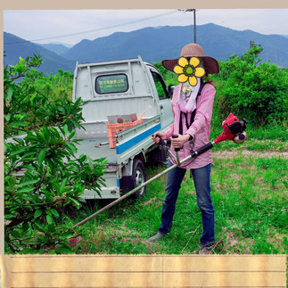 首掛け草刈り機 (顔は怪しすぎ 笑)