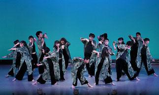 1-13.ナチュラルダンス(ISOKUMI) 古代エジプトのイシス神がコンセプトのベール「イシス ウィング」で、空間を使った美しいダンス。舞台ならではの作品