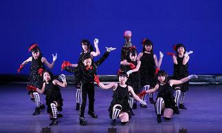 2-10ジャズジュニア(ISOKUMI)|舞台ならではの、凝った構成と振付でとても面白い作品。印象に残るシーンです。