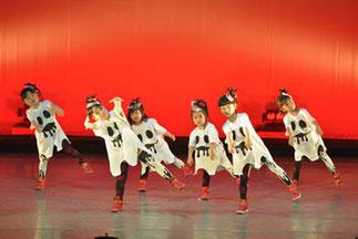1-03.はじめてキッズダンス(tamaki)| 可愛いお化けにみんなクギ付け!3歳からのキッズダンス、しっかり踊れてスゴイ!