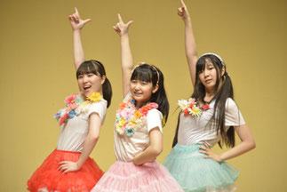 4.アイドル部|ハニカムより3人組。やっぱり大好きAKB♪ということで、可愛くアイドルっぽくパフォーマンス♪