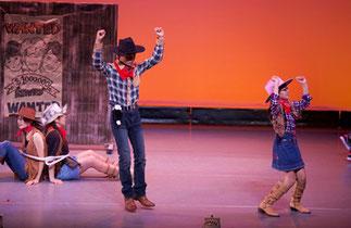 1-11.リズム&ダンス(ISOKUMI)|タイムトリップでカウボーイの時代へ。キッズクラスの助っ人で実はお母さんも共演!