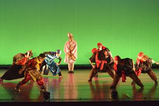 2-06.ヒップホップ(RYO)| 盗賊に襲われるシーン。踊りも面白く、ストーリーもあって印象的なクラスでした。