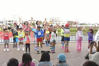 15.Mixs@|Tamakiキッズ・ジュニアクラス合同の20人のビッグチーム。カラフルな衣装とはじけたダンスがインパクト!「インパクト賞(印象的だったチーム)」