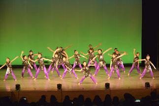2部開幕。2-01.フリースタイルジュニア(tamaki)| 一糸乱れぬ完成されたダンス!小学生全員をまとめるパワーはスゴイの一言です。