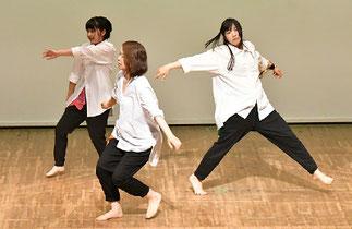 20.ナチュラルダンサズ 木曜『ナチュラルダンス』講師ISOKUMI|表現力いっぱいの、これぞダンス♪